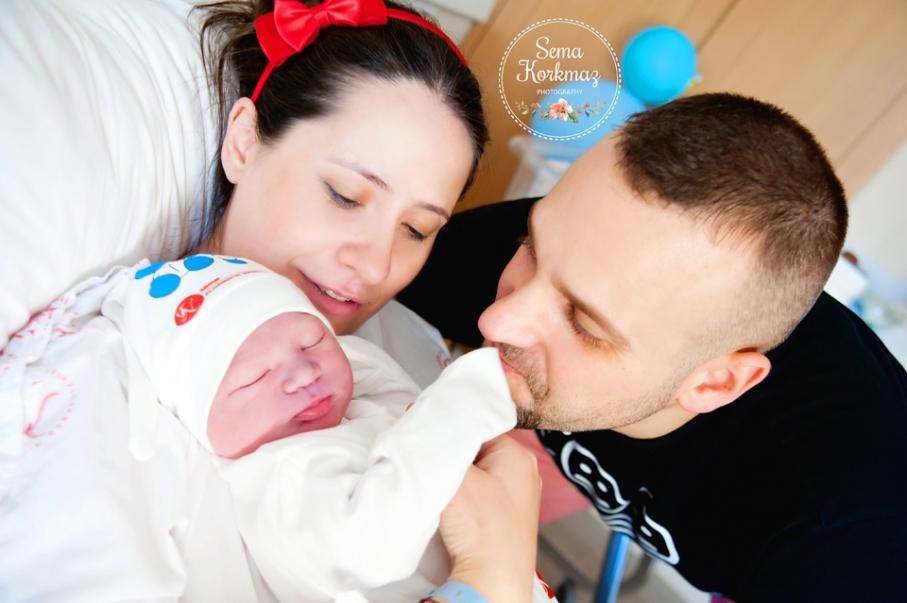 Anne, baba ve bebiş bir arada. Florance Nightingale doğum fotoğrafları. Fotoğrafçı: Sema Korkmaz