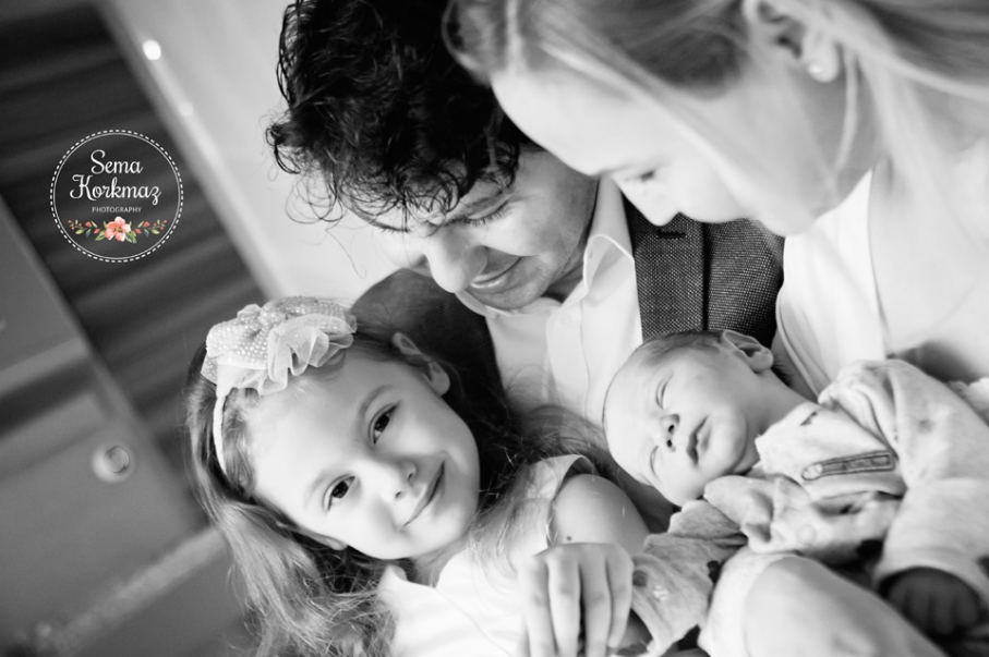 Abla, baba, bebek ve anne aynı fotoğraf karesindeler... Yer: Memorial Şişli Hastanesi Fotoğrafçı: Sema Korkmaz