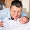 Altunizade Acıbadem Hastanesi doğum fotoğrafları: Okan Bebek ve Babası
