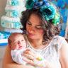 1 günlük Okan bebek Annesinin kollarında.