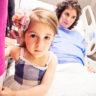 Altunizade Acıbadem Hastanesi'nde doğum fotoğrafçısı. Gökçe annesiyle operasyon odasına eşlik ediyor.