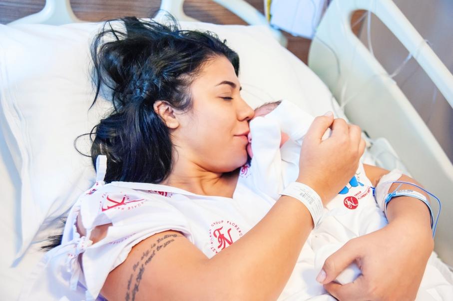 Florance Nightingale Hastanesi doğum fotoğrafları - Aras Bebek annesinin kollarında...